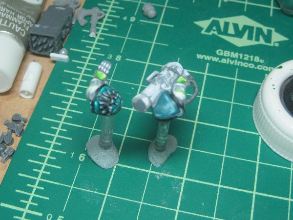 [Thumb - Test Model - Gray Base - Step 20 - Shoulder Pads - White.JPG]
