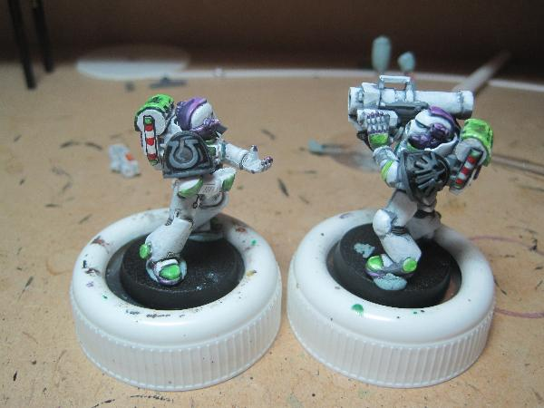 [Thumb - Test Model - Shoulder Pads - Adeptus Battlegrey.JPG]