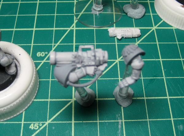 [Thumb - Test Model - Gray Base - Step 1 - Arms - Stone Gray.JPG]